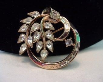 Crown TRIFARI Pat Pend Vintage Flower Brooch Glass Rhinestone Gold Plate Pin