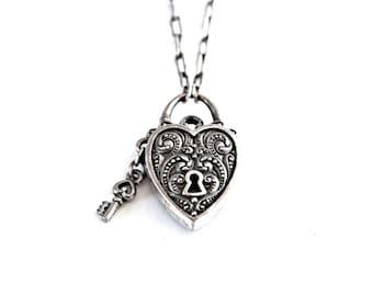 Vintage Silver Heart Lock Necklace . silver heart pendant . silver heart necklace . vintage brighton necklace . heart padlock necklace