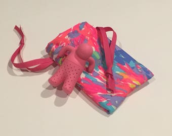 Lilly Pink Tea Infuser with Palm Beach Coral gift bag