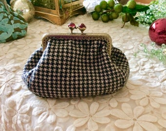 Bead Top Metal Framed Houndstooth Check Coin Purse