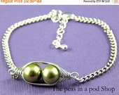 Christmas Sale Pea Pod Bracelet, Two Peas in A Pod, Sisters, Twins , Best Friends, Friendship Bracelet, Gift For Her