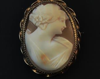 vintage CAMEO pendant. cameo brooch . antique cameo. gold cameo NO.00408
