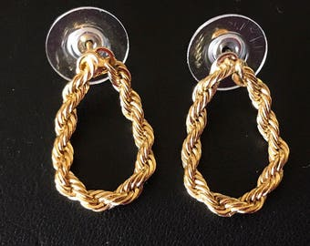 Decorative Gold Rope Chain Teardrop Pierced Earrings.