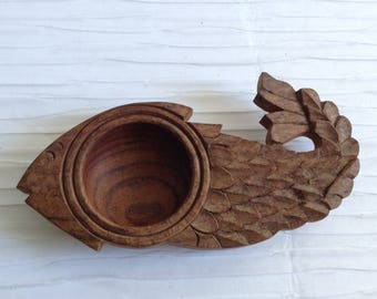 Vintage Carved Wood Fish Shaped Bowl.   Mid century, Eames era. Excellent.  Vintage 1960.  Made in India.