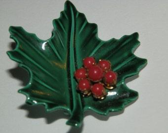 Vintage Green Holly Leaf Pin/Brooch