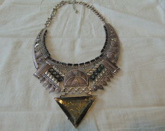 vintage FRAGMENTS mfg. co. bib necklace grey crystals lucite gold flecks triangle filigree tribal unusual silver plated