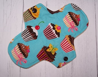 Cotton top and fleece  Regular flow  pad with wings 8 inches in cupcakes