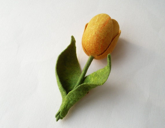Yellow Tulip felted brooch, spring flowers, gift for her, boutonniere