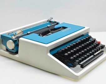 RARE Cursive Olivetti-Underwood 315 Typewriter, Mod Style Blue & White with Case Working Beauty, Italian Design, Italy Spain, Low Profile