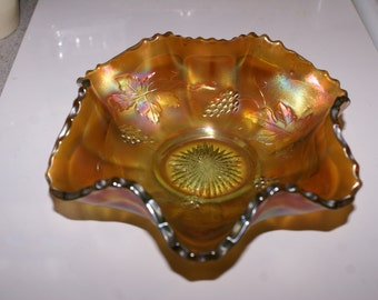 VINTAGE CARNIVAL GLASS Dish, Fenton Style Glass, Grapes Pattern Glass