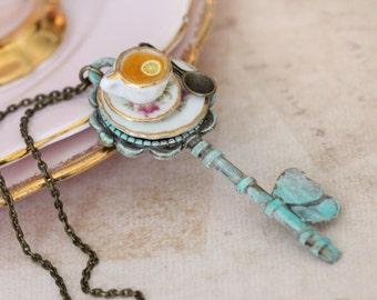 Alice in Wonderland necklace - Tea Party Pendant  -Drink Me Eat Me  Necklace - Fairy tale necklace -Kawaii Necklace-Key Necklace-Key Pendant