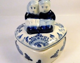 DELFT BLUE Heart Trinket Jewelry BOX with Boy & Girl on Lid - Sweet - Marked