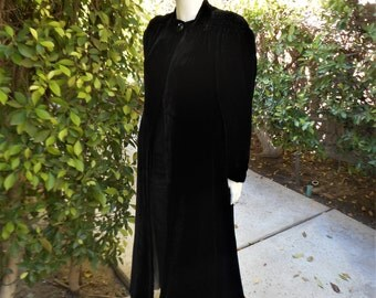 Vintage 1940's Black Velvet Evening Coat - Size Medium