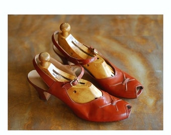 20% OFF FALL SALE / vintage 1940s shoes / 40s brown leather mary jane peep toe heels  / size 9.5 narrow