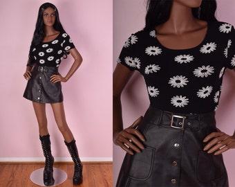 90s Black and White Daisy Print Shirt/ Medium/ 1990s/ Short Sleeve/ Floral