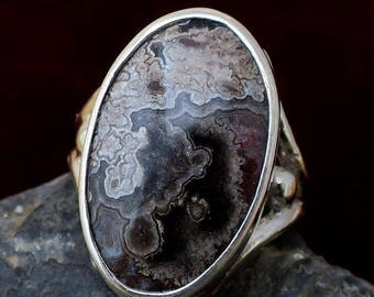 Stunning Sterling Silver Hand Cut Leguna Agate Gemstone in an art Nouveau Ring Design