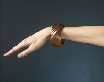 Handmade wooden bangle 80s fashion, angled bangle brown, chunky vintage bracelet, geometric pattern boho chic bangle gift her