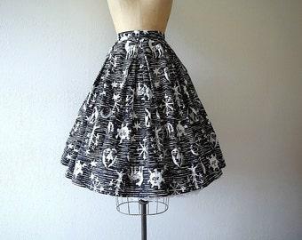 1950s novelty print skirt . 50s celestial print skirt