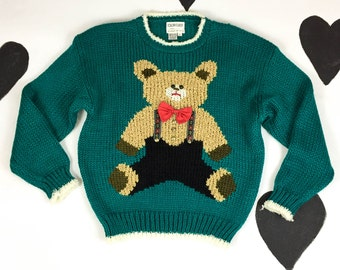 80s / 90s / Hand Knit Teddy Bear in Lederhosen Green Sweater / Kitchy / Size Large / Novelty / Silly / Best Ever / Pullover / Applique /