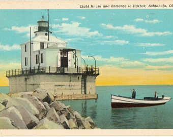 Linen Postcard, Ashtabula, Ohio, Lighthouse and Entrance to Harbor, 1945