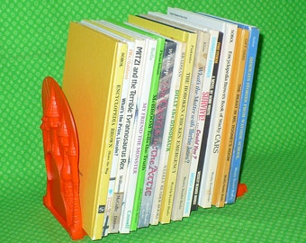 1970's WEEKLY READER BOOKS with Rare Castle Bookcase Shelf Bookends 14 Hardcover Books