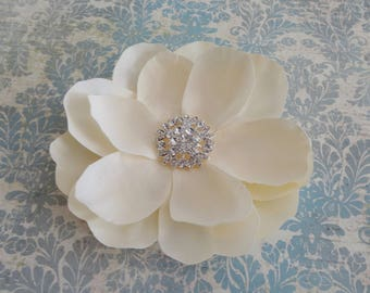 Bridal Ivory Flower Hair Clip, Ivory Magnolia Fascinator Hair Clip, Silk Wedding Flower, Womens Flower Clip, Brooch, Wedding Accessories