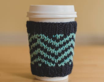 Chevron Cup Cozy (knitting pattern)