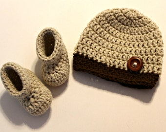 New Baby Gift Set - BROWN hat and booties - newborn boy hat and boots - perfect baby shower gift - baby boy gift