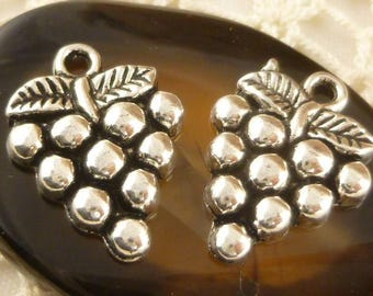 Cluster or Bunch of Grapes Antiqued Silver Charms (6) - S32