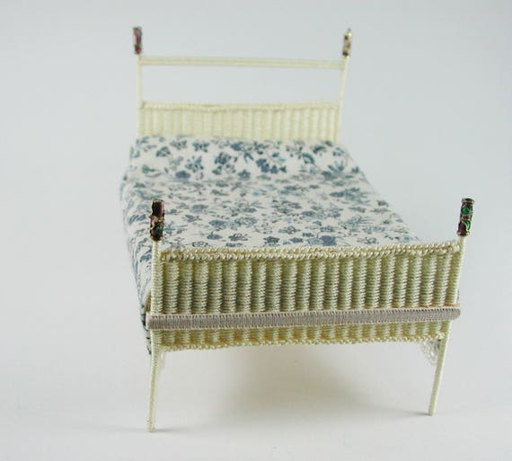 Bed, floor to the wickern, weave baskets, to the craft for the Doll House, dollhouse miniatures, modelling