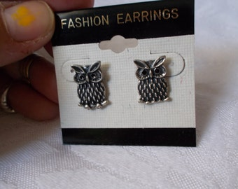 Pretty Retro Owl-Pierced Earrings-R3820