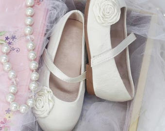 Infant girl shoes, Toddler girl shoes - IVORY Satin mary-jane with satin flower - for flower girls