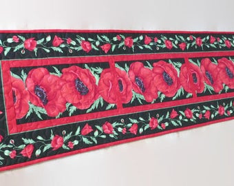 Quilted Table Runner Red Poppy Flora 560