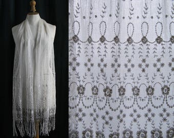 Antique off-white scarf, tulle embroidered.