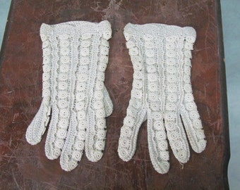 1940s Gloves - 1950s Gloves Crochet Circles Medium to Large Ladies