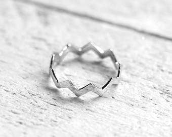 CHEVRON Ring with Chevron | silver