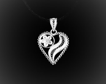 Pendant of love in silver embroidery lace