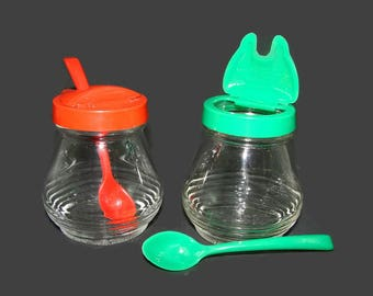 Hazel Atlas Condiment Set, Ketchup & Relish Servers with Original Spoons, Red and Green Glass Jars