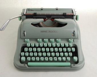 Typewriter Hermes 3000 rare Techno Font