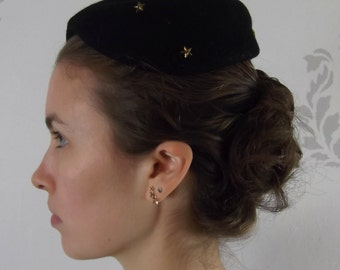 VINTAGE BLACK HAT 1950's Wool Felt Gold Stars Comb
