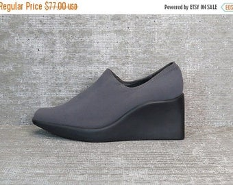35% OFF Vtg 90s Gray Iridescent Neoprene Stretchy Minimalist Wedge Shoes 6.5