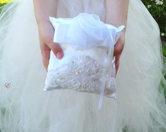 Wedding white lace Ring Pillow - Bearer Ring Pillow - Lace Wedding Ring Pillow - Satin Wedding Ring Pillow - Elegant Wedding Pillow