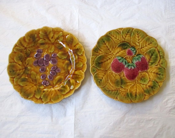 "2 PV France Sarreguemines Majolica Faience 7.75"" Plates: Grapes, Strawberries (c. 1920s)"