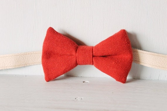 Bow tie unisex >> Red bow, leather strap, silver buckle >> Brisbane