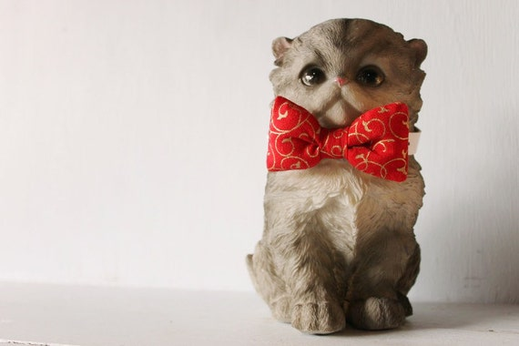 Bow tie cat collar >> Small dog bow tie >> Red and gold Christmas bow tie, white leather strap and silver buckle >> Pet gift