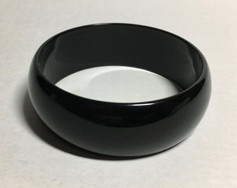 Vintage Lucite Black Bangle With Original Tag of Authenticity    (ABX1H)