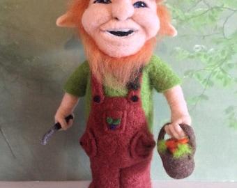Gnome, needlefelted, gardening,