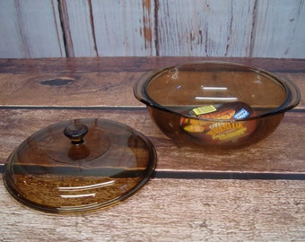 Pyrex Amber/Brown 2 Quart Covered Casserole Dish, NOS, Fireside by Corning