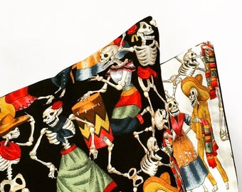 Mexican dancing skeletons (black)cushion cover
