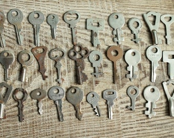 lot of 30  Keys Rusty Old Key / Escutcheon Brass / Architectual Skeleton Key  / archaeological finds / ancient digging finds / Rustic Decor